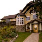 1 Mendon Residence Exterior
